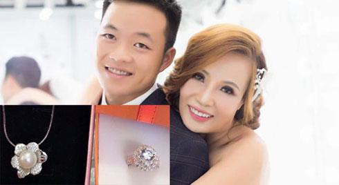 Kỷ niệm 2 tháng kết hôn, chồng cô dâu 62 tuổi 'chơi lớn' tặng vợ nhẫn kim cương thay vì hoa rừng như hồi chưa cưới
