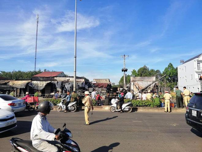 Xe bồn chở xăng tông cột điện rồi bốc cháy kinh hoàng, ít nhất 6 người tử vong-5