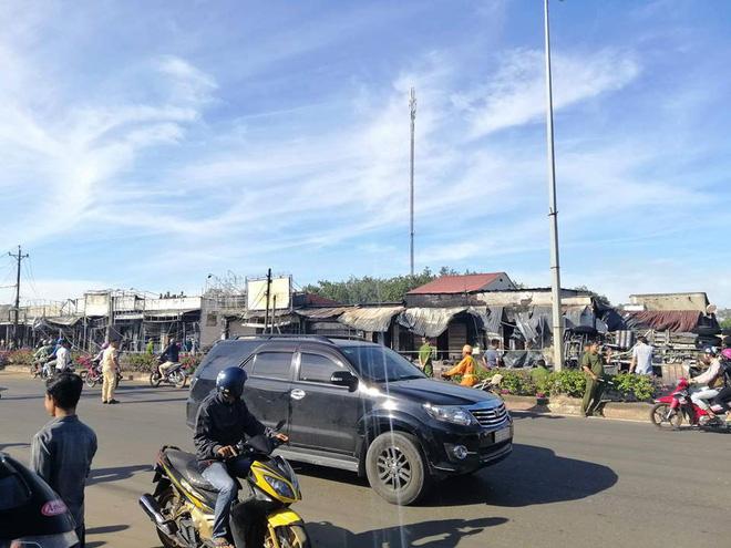 Xe bồn chở xăng tông cột điện rồi bốc cháy kinh hoàng, ít nhất 6 người tử vong-8
