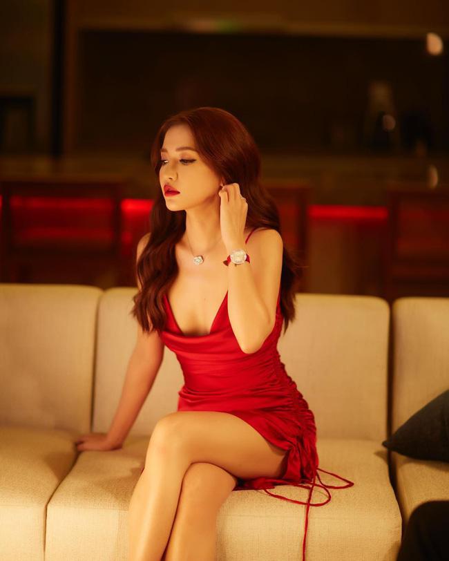 """Khi sao nữ Việt cùng diện đầm trễ nải: Người sexy ná thở"""", người lộ ngay thân hình gầy đét-5"""