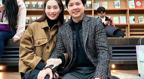 """Ngọt ngào như vợ chồng nhà HH Thu Thảo: Từ lúc hẹn hò tới giờ vẫn rất tích cực diện đồ """"xuyệt tông"""" với nhau"""