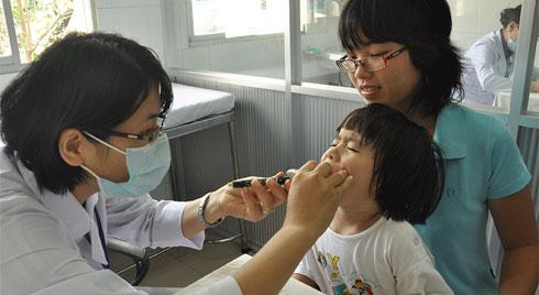Cách phòng bệnh hô hấp và chăm sóc trẻ  trong mùa đông