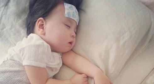 Sai lầm nghiêm trọng của mẹ  khi hạ sốt cho trẻ