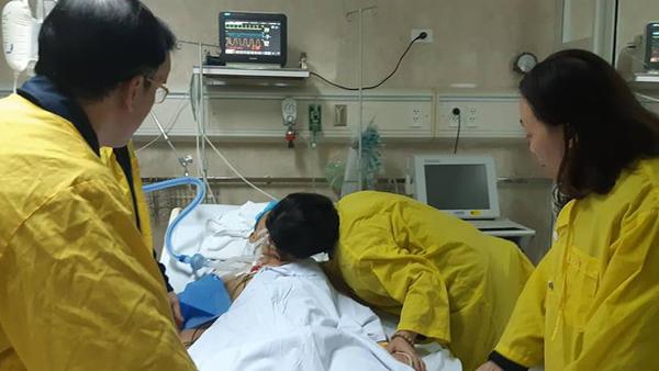 Nụ hôn từ biệt rơi nước mắt của người vợ gửi chồng hiến tạng cứu 5 người-3