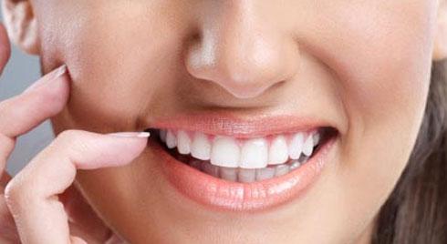 Nha sĩ mách bạn làm sao để một hàm răng trắng bóng không cần thẩm mỹ