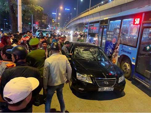 Xe Hyundai tông liên hoàn trên đường Trần Duy Hưng rồi bỏ chạy - hai bà bầu nhập viện