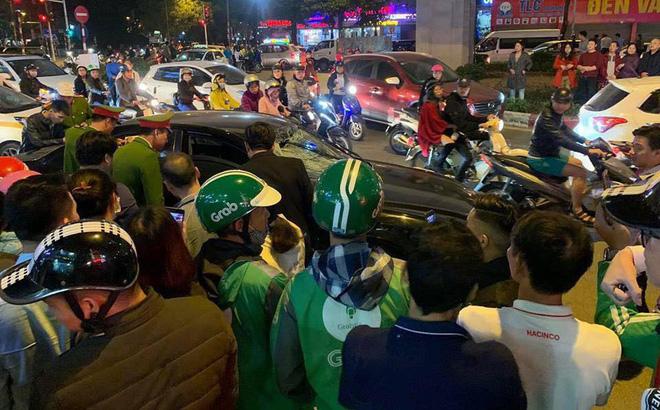 Xe Hyundai tông liên hoàn trên đường Trần Duy Hưng rồi bỏ chạy - hai bà bầu nhập viện-1