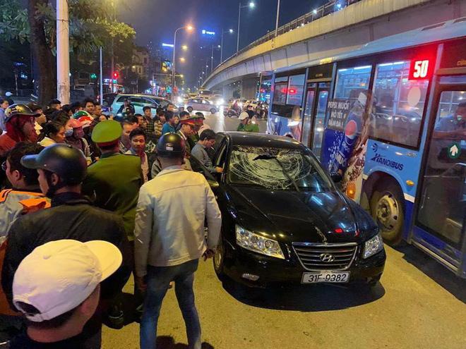 Xe Hyundai tông liên hoàn trên đường Trần Duy Hưng rồi bỏ chạy - hai bà bầu nhập viện-3
