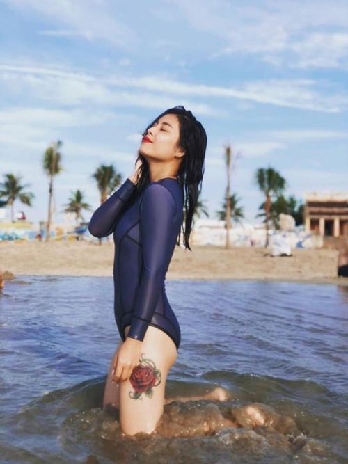 MC Hoàng Linh  khoe vẻ đẹp tươi tắn lộ hình xăm mới-2