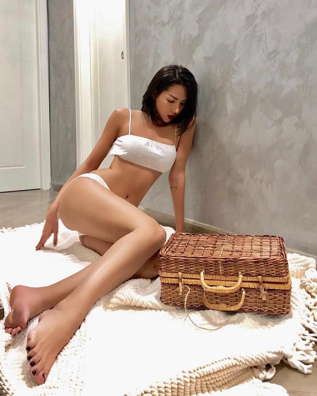 Gu ăn mặc nóng bỏng, nghiện khoe da thịt của người mẫu Minh Triệu-5