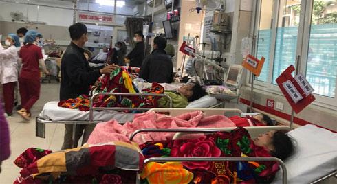 Cảnh báo từ BV Bạch Mai: Không được tự cho bệnh nhân đột quỵ uống thuốc