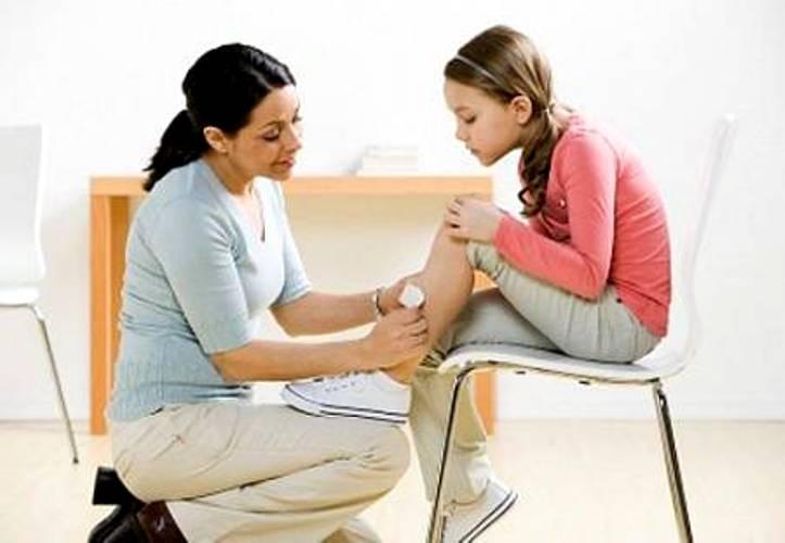 Chuyên gia khuyến nghị bố mẹ 5  loại vết thương ở trẻ đừng dùng miếng dán urgo-2