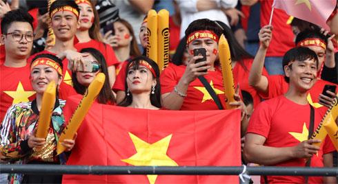 Hàng ngàn CĐV tiếp lửa cho đội tuyển Việt Nam đối đầu Iraq