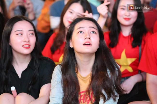 Hàng ngàn CĐV tiếp lửa cho đội tuyển Việt Nam đối đầu Iraq-16
