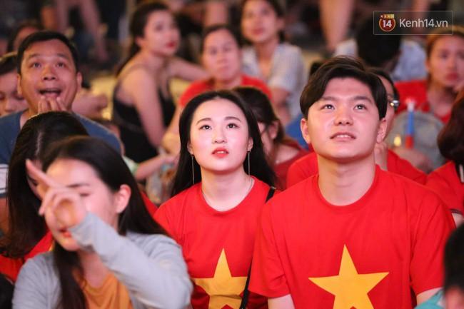 Hàng ngàn CĐV tiếp lửa cho đội tuyển Việt Nam đối đầu Iraq-11