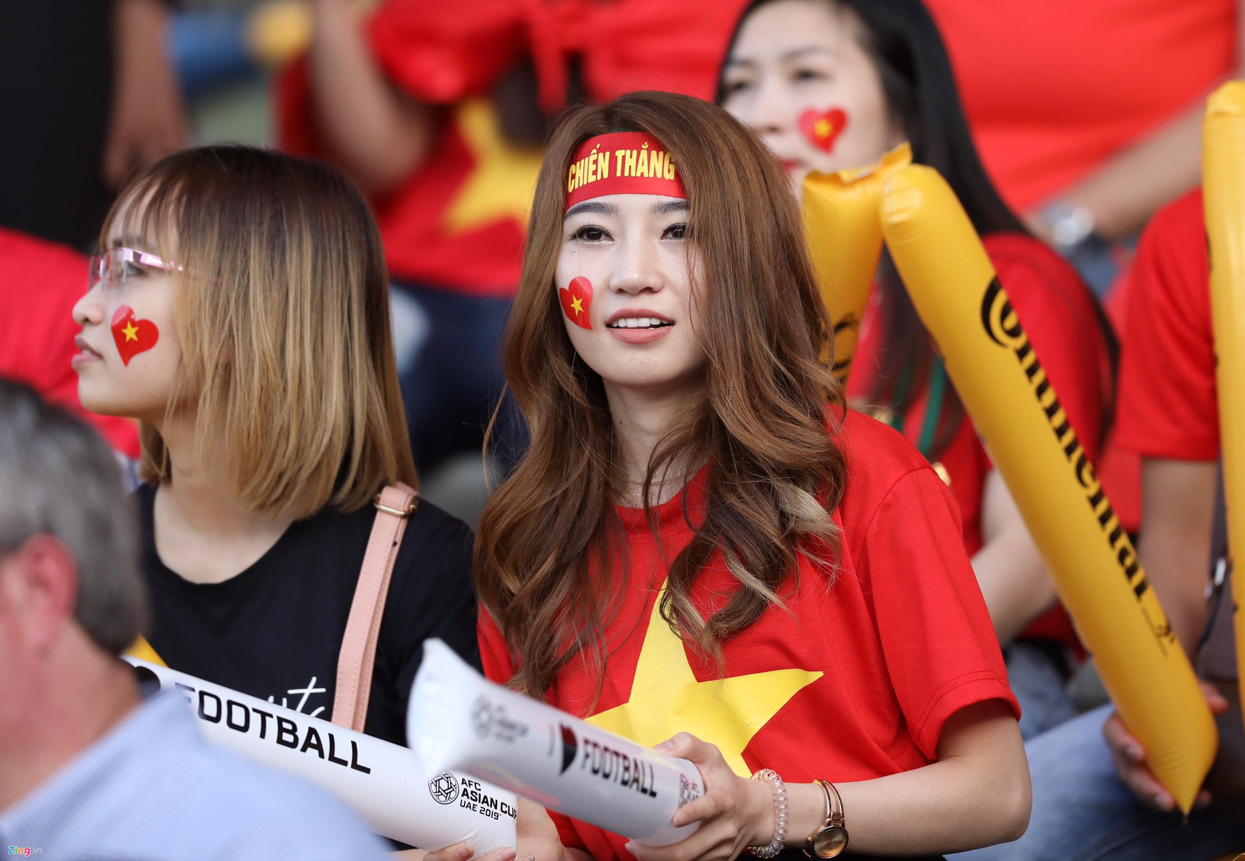 Hàng ngàn CĐV tiếp lửa cho đội tuyển Việt Nam đối đầu Iraq-17