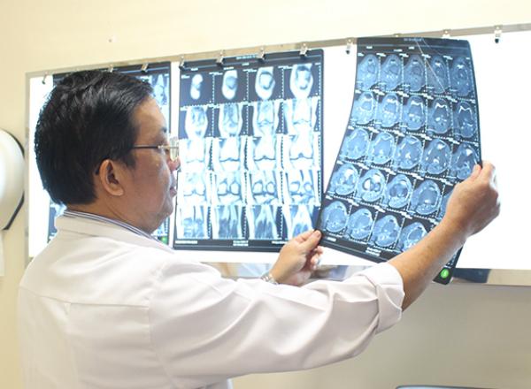 Chuyên gia cảnh báo tuổi càng nhiều càng dễ bị bệnh xương khớp-1