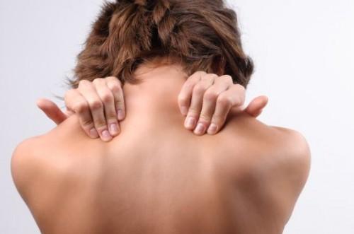 Cách  bấm huyệt chữa đau mỏi vai gáy dễ thực hiện tại nhà-1