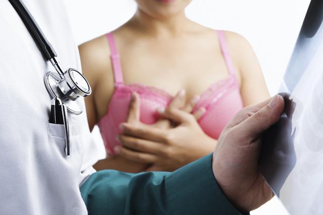 Chủ quan nghĩ ngực căng tức do cho con bú, mẹ U40 khóc ròng khi biết mắc ung thư vú-3