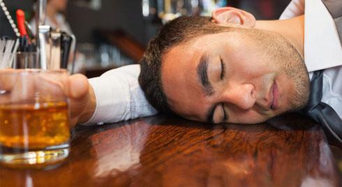 Ngộ độc rượu có thể chết người: Bỏ túi ngay cách giải rượu, giảm say, phòng độc dễ làm