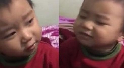 Dân mạng xuýt xoa trước giọng hát cực hay của cậu bé 3 tuổi