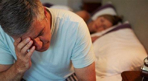 Nguyên nhân và cách phòng trị chứng tiểu đêm ở người già