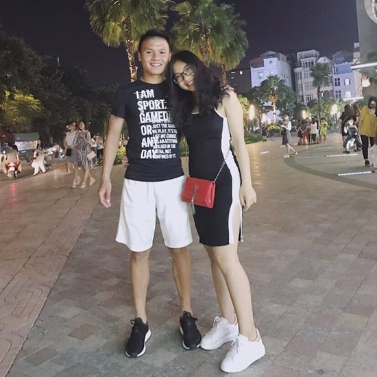 Người yêu Quang Hải vừa xinh lại giàu: Đi giày 36 triệu, túi xách hơn 40 triệu-3