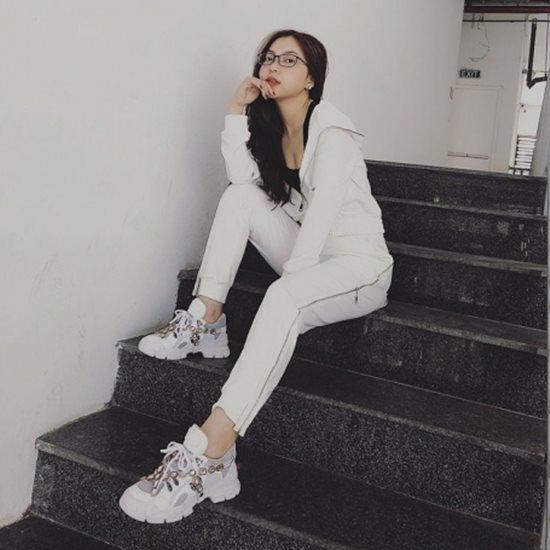 Người yêu Quang Hải vừa xinh lại giàu: Đi giày 36 triệu, túi xách hơn 40 triệu-7