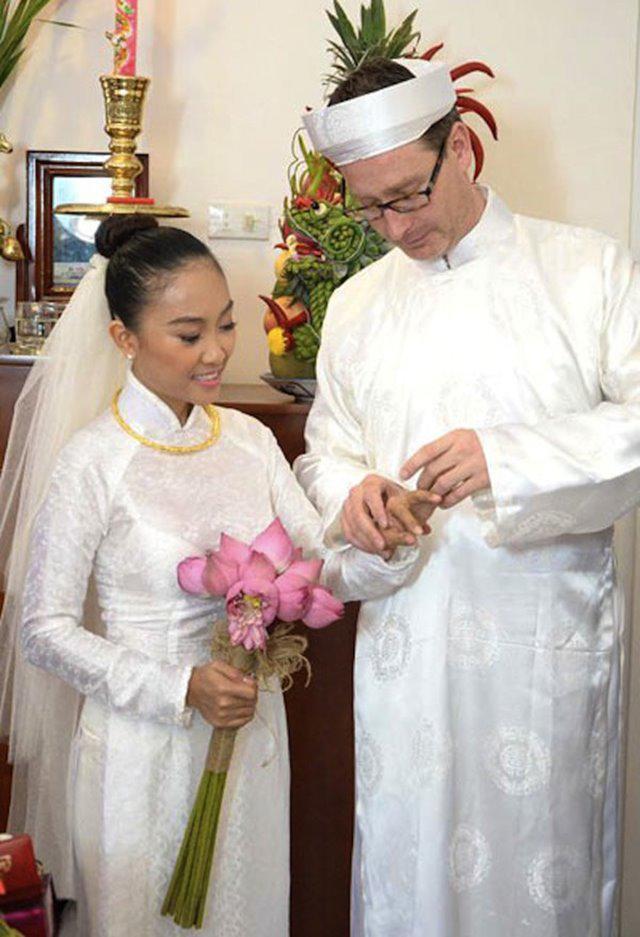 Không phải xanh hay đỏ, trắng mới là gam màu được nhiều mỹ nhân lựa chọn trong ngày cưới-12
