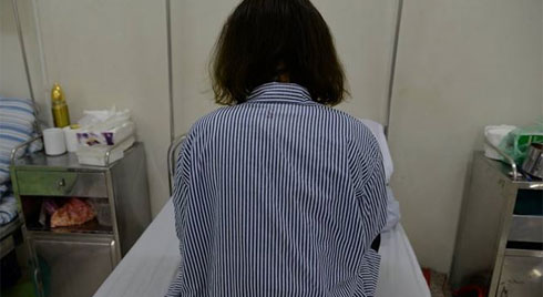 Bị chê béo thiếu nữ 19 tuổi uống trà giảm cân mua trên mạng bị suy gan, thận