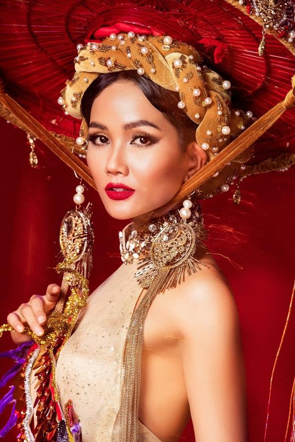 Vẻ đẹp của HHen Niê có gì xuất chúng để được vinh danh Hoa hậu đẹp nhất thế giới 2018?-10