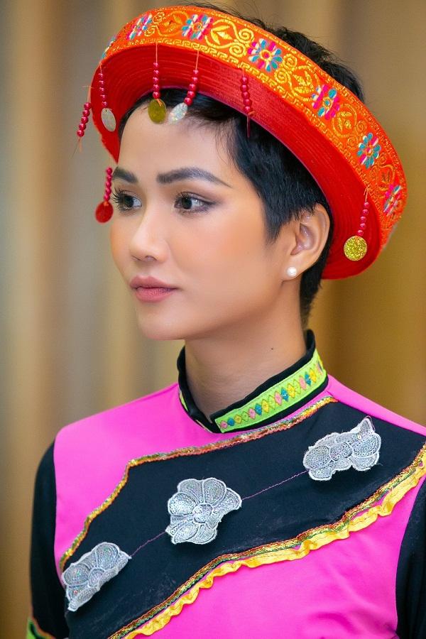 Vẻ đẹp của HHen Niê có gì xuất chúng để được vinh danh Hoa hậu đẹp nhất thế giới 2018?-8