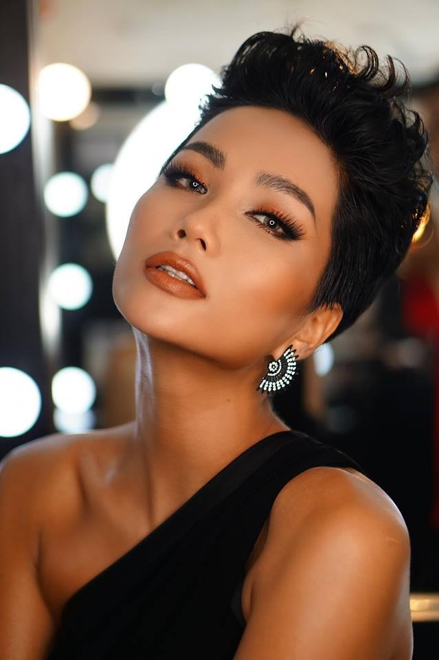 Vẻ đẹp của HHen Niê có gì xuất chúng để được vinh danh Hoa hậu đẹp nhất thế giới 2018?-7