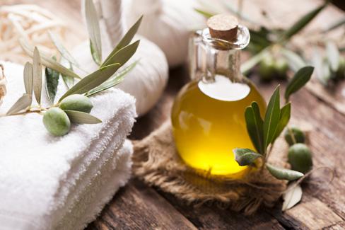 Trị rạn da bằng dầu ô liu giúp bạn lấy lại làn da căng bóng