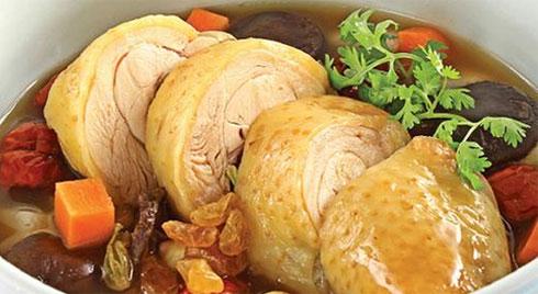 """Chuyên gia Đông y """"bật mí"""" cách dùng thịt gà trị mất ngủ dịp Tết, giúp cả năm khỏe mạnh"""
