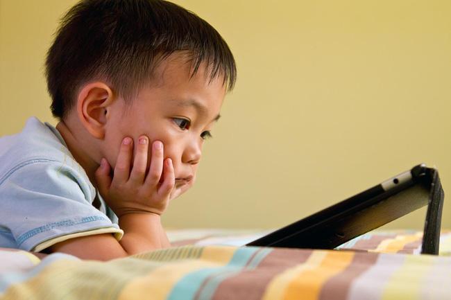 Trẻ có thói quen ngồi lì trước màn hình điện thoại sẽ phải đối diện với những điều cực nguy hiểm này-2