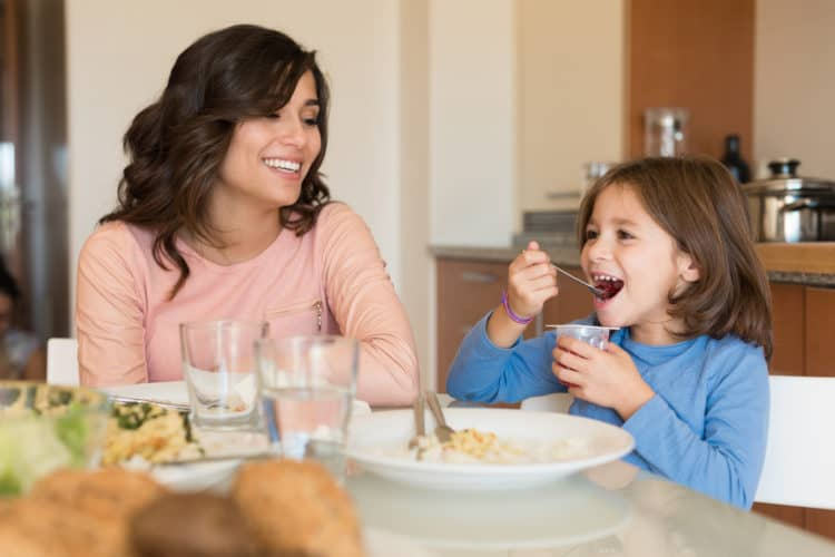 Những loại thực phẩm không tốt mà bố mẹ thường cho trẻ ăn