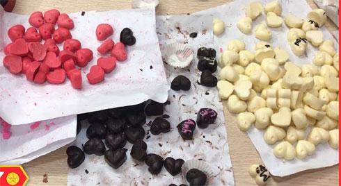 """Nguồn gốc """"sốc"""" của những viên chocolate bắt mắt trong ngày lễ tình yêu"""