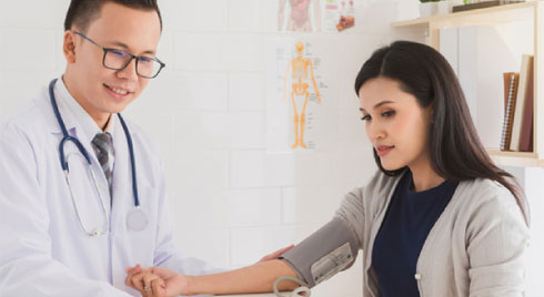 Bạn cần làm gì khi bị tăng huyết áp đột ngột?