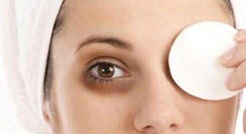 Mách các bạn gái  cách trị quầng thâm mắt đơn giản và hiệu quả