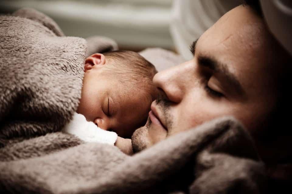 Cho trẻ ngủ muộn có tác hại khủng khiếp: Không chỉ thấp còi, mà còn có nhiều nguy cơ khác-6