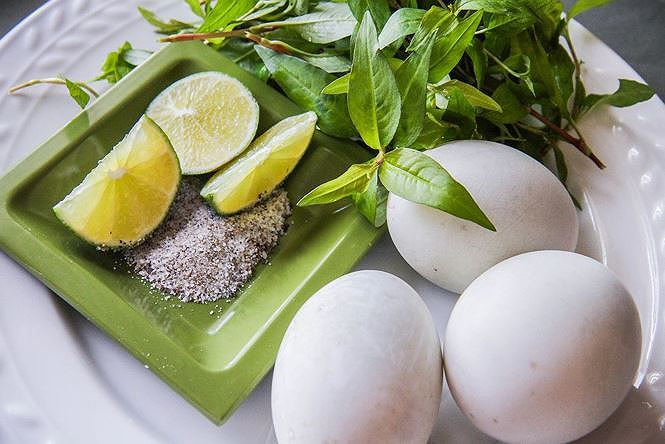 Ăn theo cách này, trứng vịt lộn thành thuốc độc-1