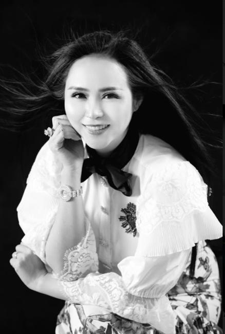 Nữ hoàng hoa hồng Bùi Thanh Hương đồng hành BGK Quốc tế của Queen of The Spa 2019-11