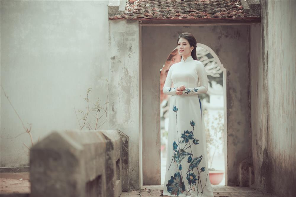 Ngắm trọn vẻ đẹp dịu dàng người con gái Việt trong thiết kế áo dài của Nữ hoàng Hoa hồng Bùi Thanh Hương-2
