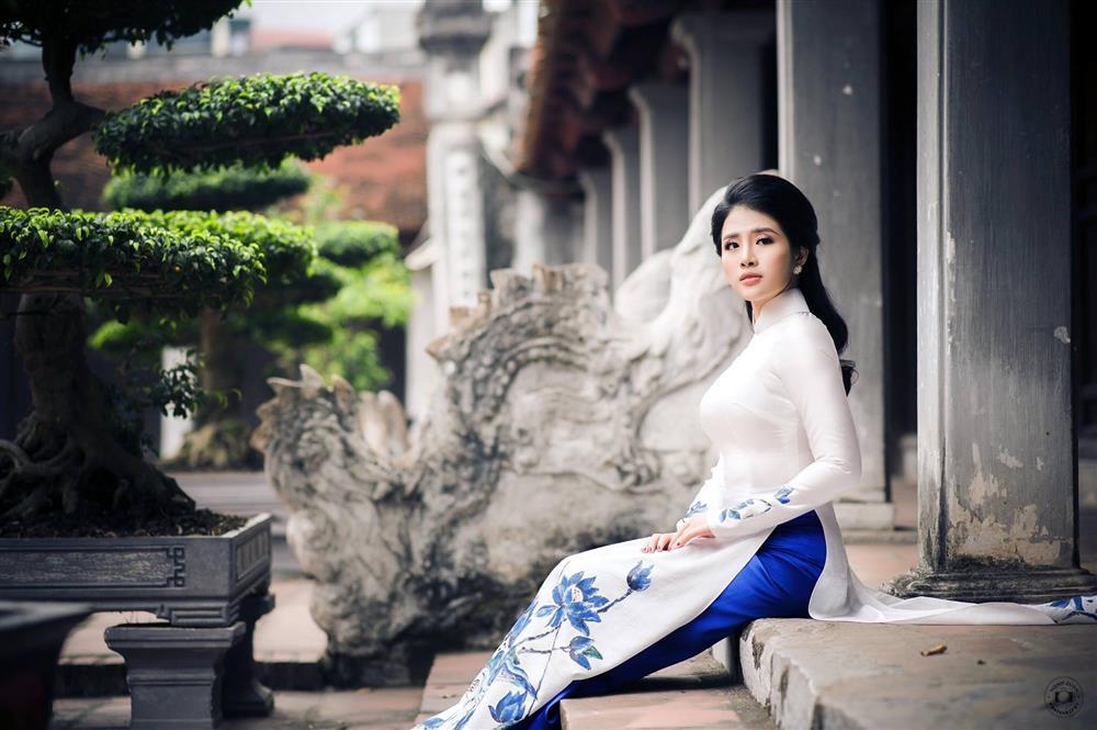 Ngắm trọn vẻ đẹp dịu dàng người con gái Việt trong thiết kế áo dài của Nữ hoàng Hoa hồng Bùi Thanh Hương-3