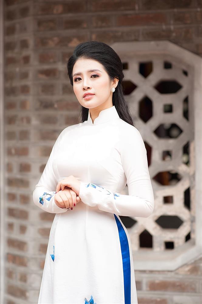 Ngắm trọn vẻ đẹp dịu dàng người con gái Việt trong thiết kế áo dài của Nữ hoàng Hoa hồng Bùi Thanh Hương-5