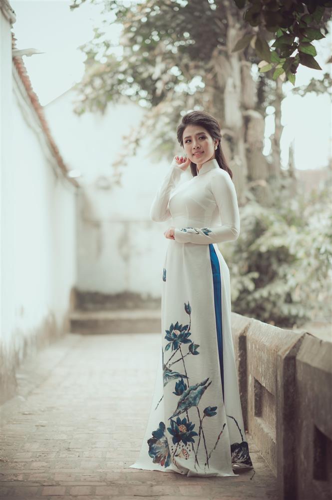 Ngắm trọn vẻ đẹp dịu dàng người con gái Việt trong thiết kế áo dài của Nữ hoàng Hoa hồng Bùi Thanh Hương-6