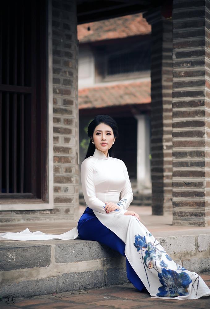 Ngắm trọn vẻ đẹp dịu dàng người con gái Việt trong thiết kế áo dài của Nữ hoàng Hoa hồng Bùi Thanh Hương-7