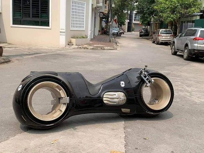 Siêu mô tô 2,7 tỷ lăn bánh lần đầu tiên tại Việt Nam, chủ nhân của nó khiến số đông tò mò-2