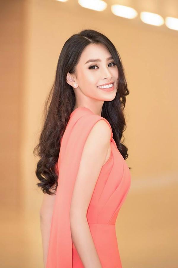 Diện mẫu váy giống Hoa hậu Đặng Thu Thảo, Tiểu Vy bất ngờ được khen đẹp hơn thiên thần tỷ tỷ-3